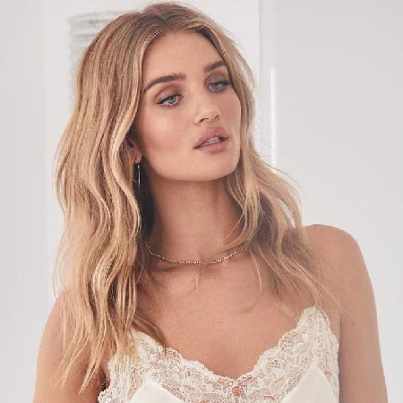 Victoria S Secret Model Rosie Huntington Whiteley Makeup Skin Care Hair Styles Throughout The Year